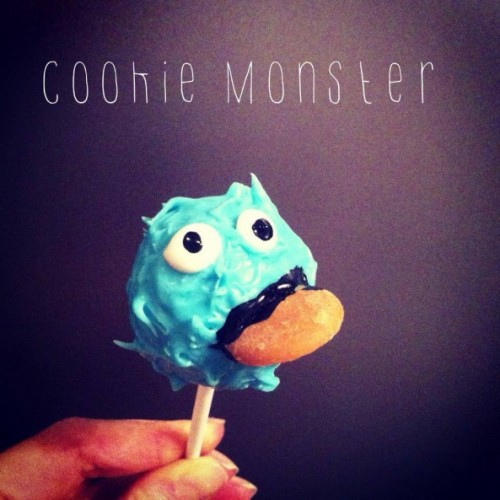cookie monster cake pop