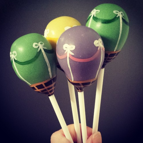 Hot air baloon cake pops
