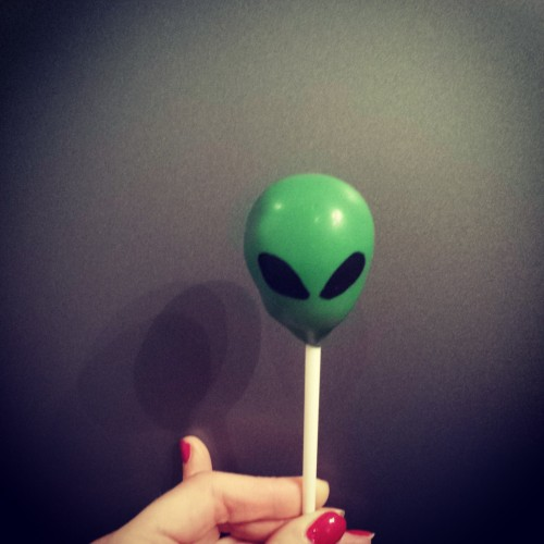 Delish alien cake pop