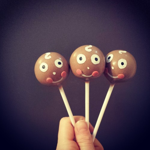 Gingerbread men Christmas cake pops