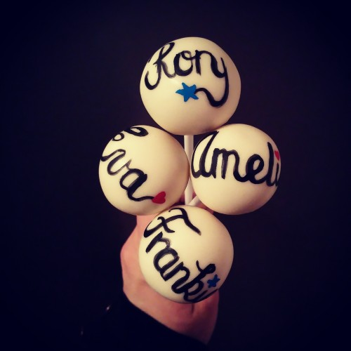 Personalised cake pops